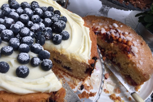 blueberry and sour cream cake sugar plum crunch cake